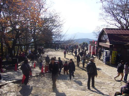 山頂の広場