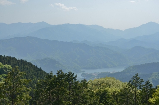景信山から相模湖