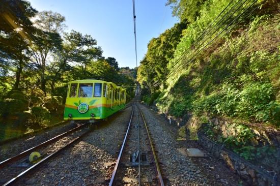 途中、下り列車とすれ違います。乗っても楽しい、見ても楽しい^^
