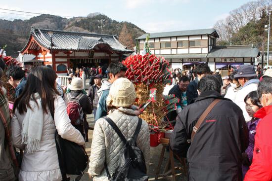 「梵天札」は祭りの後、1体500円で授与される。